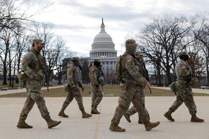 La Guardia Nacional patrulla la zona cerca del Capitolio  (REUTERS/Andrew Kelly)