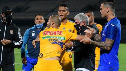 Ferretti intenta detener a Pizarro (Foto: Especial)