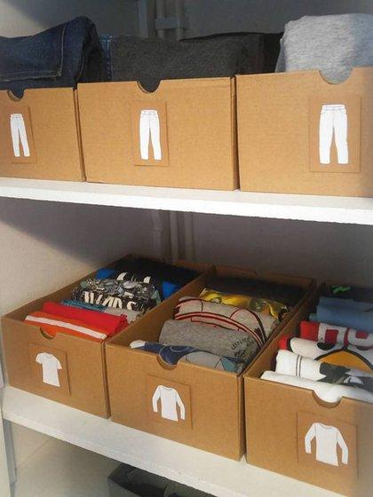 Rotular las cajas para un acceso más rápido es siempre una buena idea (Pinterest)