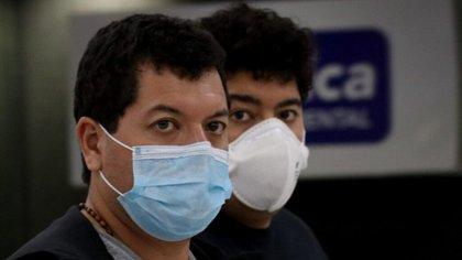 Los pasajeros viajaban con cubrebocas, característica que desató el rumor de que tenían coronavirus (Foto: Cuartoscuro)