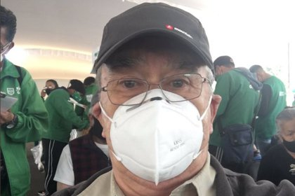 Pedro Sola en el centro de vacunación (Foto: captura de Twitter/@pedrosola)