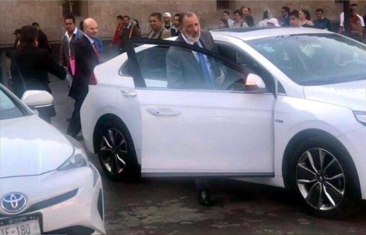 Meade fue captado saliendo de Palacio Nacional este martes (Foto: Twitter @david_ordaz)