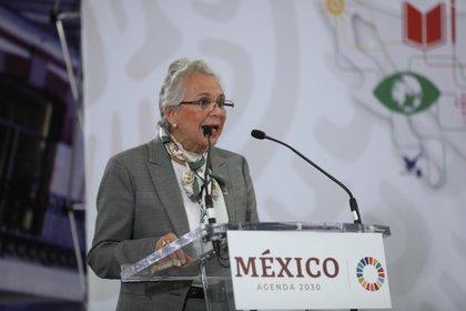 La secretaria de Gobernación, Olga Sánchez Cordero, fue la primer funcionaria en usar las nanogotas contra el COVID-19 (Foto: EFE/Sáshenka Gutiérrez/Archivo)