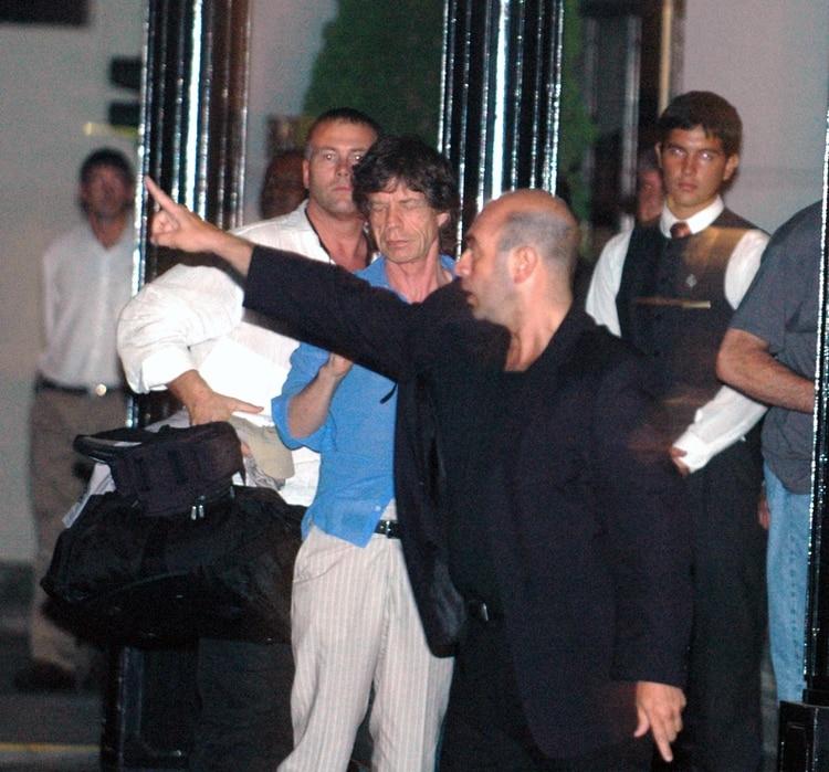 Mick Jagger llegando al Hotel Hyatt, tras su arribo al país por primera vez (Foto: NA - Mariano Sánchez)