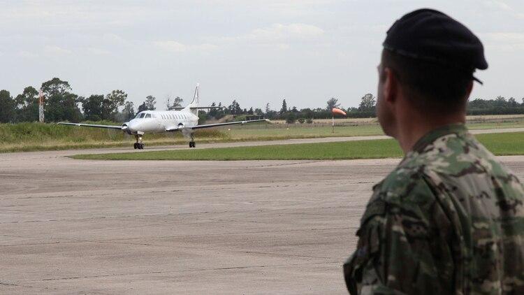 El avión tocó suelo en el Área Material de Río Cuarto a las seis y media de la tarde