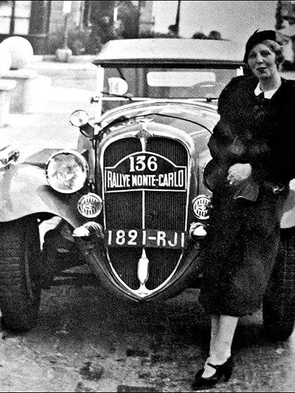 Lucy Schell y el Delahaye 135 de 1935. Como piloto corrió el prestigioso Rally de Montecarlo.