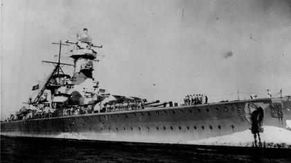 El Tratado de Versailles, firmado en 1919, limitaba la construcción de buques de guerra alemanes a 10 mil toneladas.