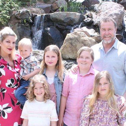 Tori, Dean y sus hijos (Instagram)