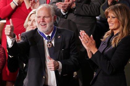 Rush Limbaugh recibió la Medalla Presidencial de la Libertad de EEUU en febrero de 2020 (REUTERS/Jonathan Ernst)