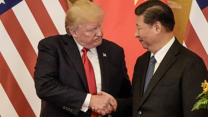 Relaciones tensas: Donald Trump y Xi Jinping (Photo by Fred DUFOUR / AFP)