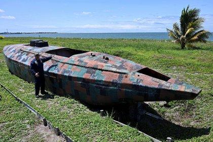 Un narcosubmarino decomisado a los cárteles de la droga en Colombia (Foto: AFP)
