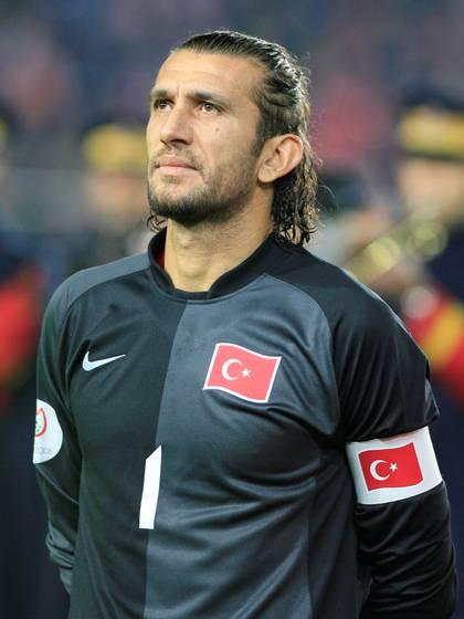 Rustu se convirtió en una leyenda del fútbol en Turquía (REUTERS/Osman Orsal)
