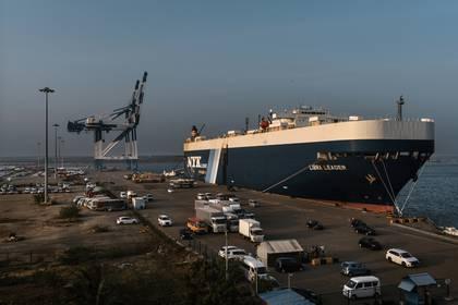 El puerto de Hambantota, que el gobierno de Sri Lanka entregó a China cuando no pudo pagar su deuda, en Hambantota (Adam Dean / The New York Times)