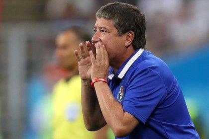 Soccer Football - World Cup - Group G - Panama vs Tunisia - Mordovia Arena, Saransk, Russia - June 28, 2018   Panama coach Hernan Dario Gomez   REUTERS/Ricardo Moraes