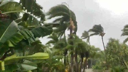 Usuarios de redes sociales reportaron el aumento de lluvia y viento en Las Bahamas (Foto: captura de pantalla Twitter)