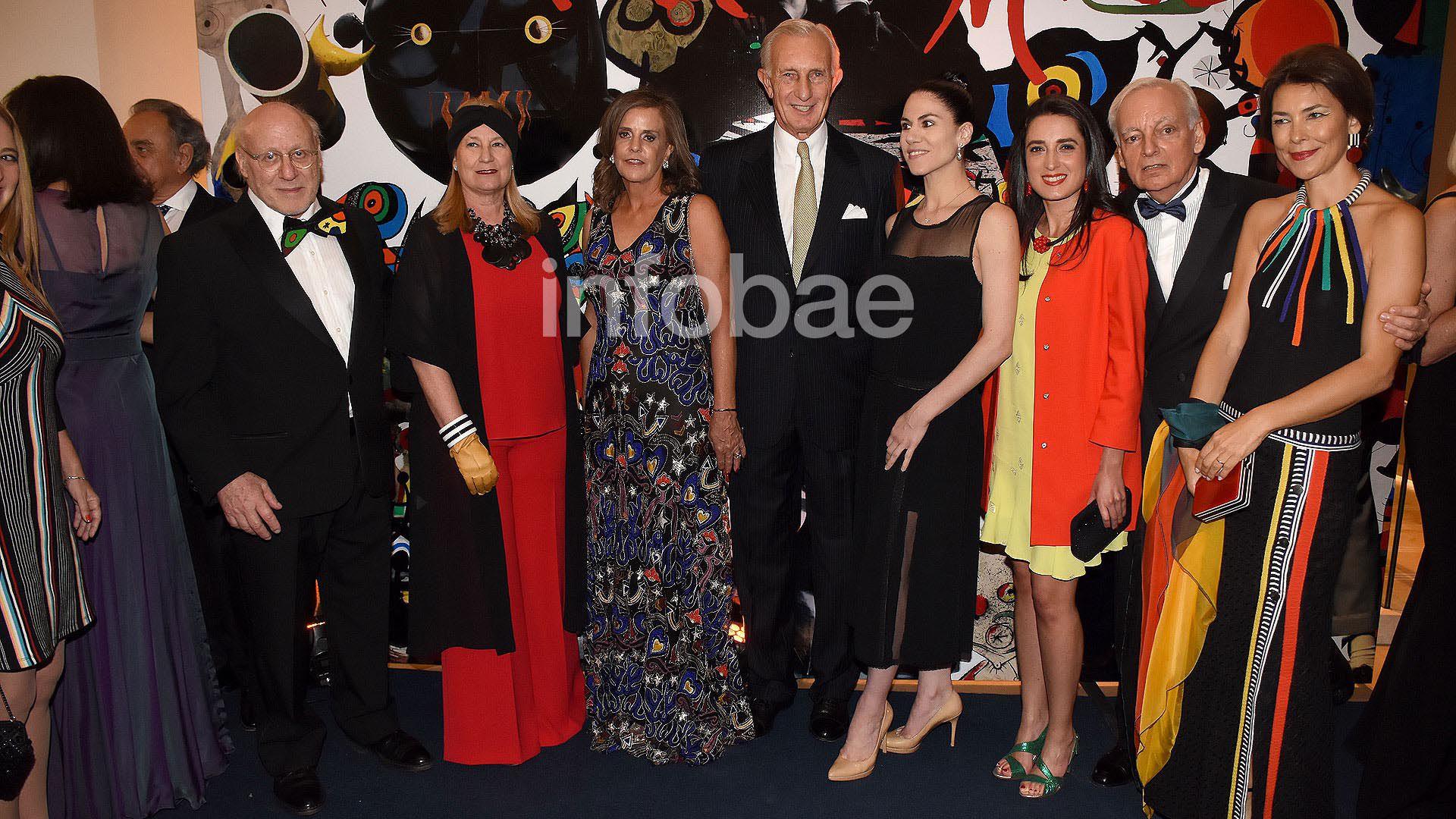 Gala Museo Bellas Artes Jorge Neuss y mujer Silvia Saravia marca
