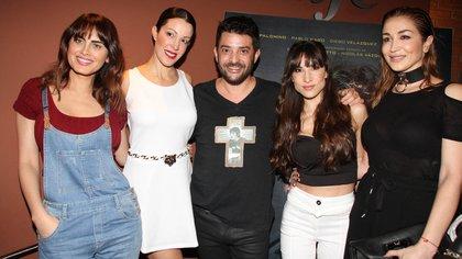 """Silvina Luna, Miriam Lanzoni, Pablo Rago, Magui Bravi y Laura Bruni protagonizaron """"Algunas mujeres a las que le cagué la vida"""" (Verónica Guerman / Teleshow)"""
