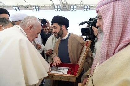 El Papa Francisco visita Ur durante su histórica gira por Irak. Vatican Media / Reuters