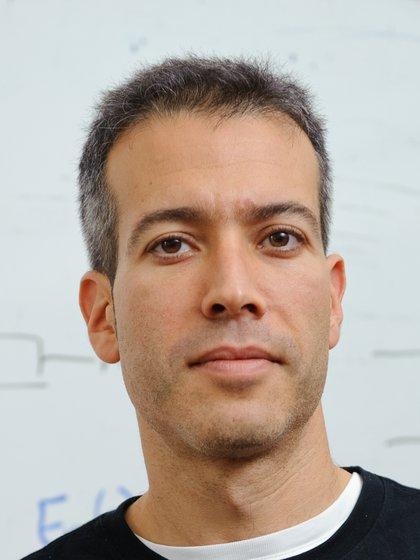El científico Eran Segal, profesor de biología computacional en el Instituto de Ciencias Weizmann