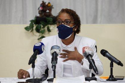 La presidenta de la Asociaci�n Nacional de Enfermeras de Panam� (Anep), Ana Mar�a Reyes, habla hoy durante una conferencia de prensa en la sede de la Anep, en Ciudad de Panam� (Panam�). EFE/Bienvenido Velasco