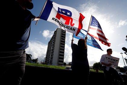 El grupo Puerto Ricans for Trump participa hoy domingo, en una caravana en apoyo a Donald Trump, en San Juan. EFE/Thais Llorca