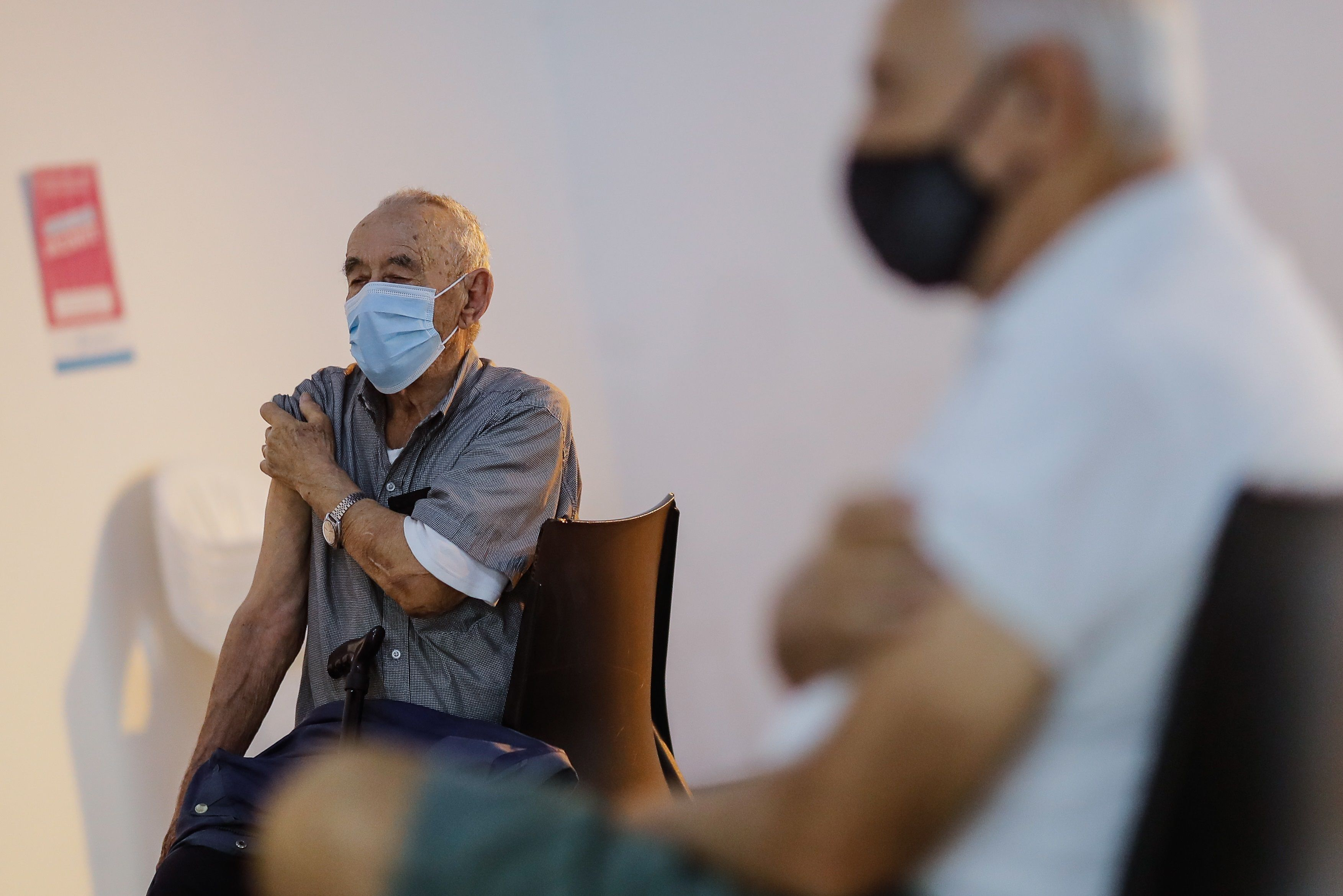 En el caso de las vacunas de Rusia y China que se aplican en la Argentina, hubo resoluciones del Ministerio para uso de emergencia ya que los laboratorios que las producen no tenían sede en Argentina (EFE/Juan Ignacio Roncoroni/Archivo)