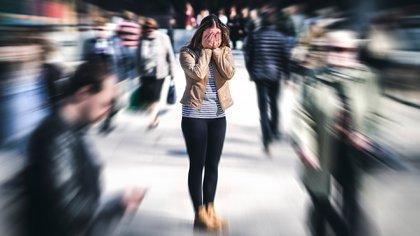 La investigación, publicada en la revista científica Neuropsychologia, midió el grado de esquizotipo de los participantes y, específicamente, su mayor o menor tendencia a tener percepciones auditivas inusuales (Shutterstock)