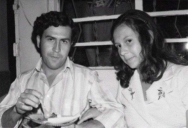 Ya dedicado a negocios ilegales conoció a quien sería su esposa, María Victoria Henao, 14 años menor