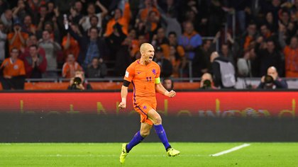 Robben marcó los dos goles ante Suecia (Reuters)