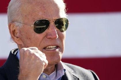 Al final de la competencia política más beligerante de las últimas décadas en EEUU, Joe Biden mantuvo una ventaja de entre 6,7 y 8,5 puntos sobre Donald Trump. (REUTERS/Kevin Lamarque)