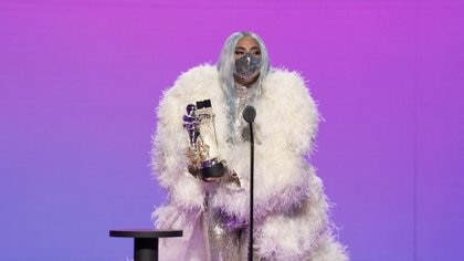 Ariana Grande y Gaga cantaron su tema usando cubrebocas, promoviendo su uso (Foto: Viacom)