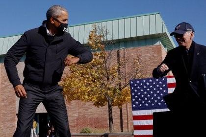 Barack Obama y Joe Biden en campaña en Flint, Michigan, a tres días de las elecciones. REUTERS/Brian Snyder     TPX IMAGES OF THE DAY