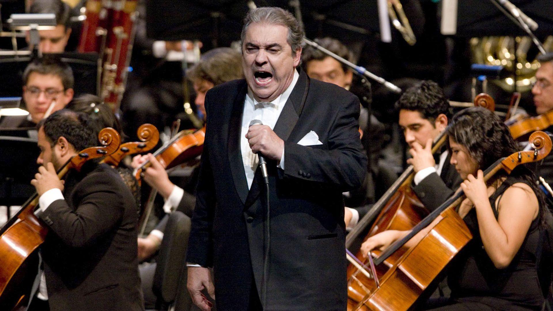 Cortez junto a la Orquesta Sinfónica Juvenil del Estado de Veracruz (Colección Auditorio Nacional)