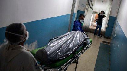 En Brasil la mortalidad materna afecta más a las mujeres negras. La segregación en los hospitales por el color de piel es un factor a tener en cuenta en los fallecimientos por Coronavirus (Brasil). EFE/Raphael Alves