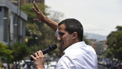 """Guaidó advirtió que la oposición sigue """"con fuerza"""" para terminar con la dictadura de Maduro(Photo by Federico PARRA / AFP)"""