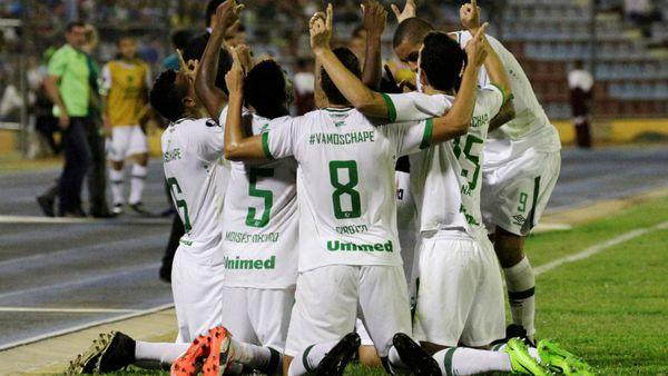 Chapecoense tiene nuevos héroes: Reinaldo y Luiz Antonio sellaron un debut triunfal en la Copa Libertadores