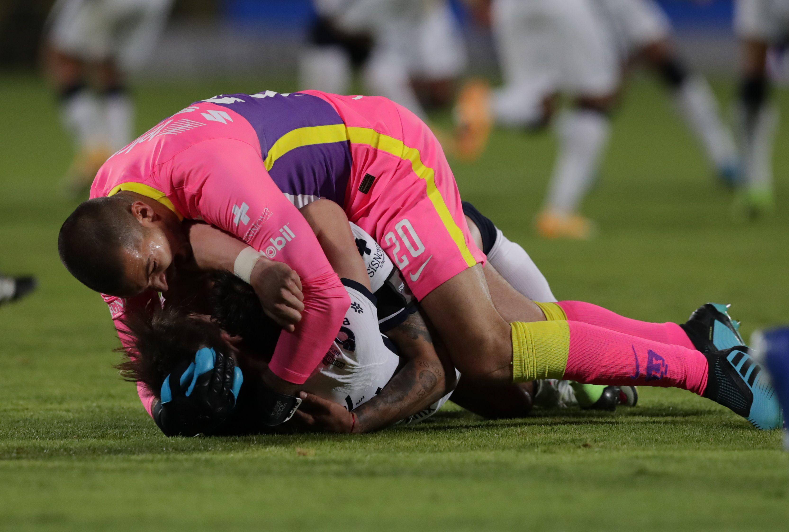 el técnico argentino tuvo que confiarle la responsabilidad del arco a González y mantener ese paso para la clasificación a liguilla (Foto: REUTERS/Henry Romero)