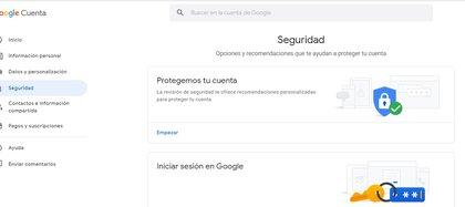 Dentro de la opción Mi cuenta de Google hay que ir al apartado Seguridad y habilitar la opción de verificación en dos pasos.