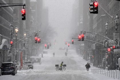 La nieve cubre las calles del centro de Nueva York. (Angela Weiss / AFP)