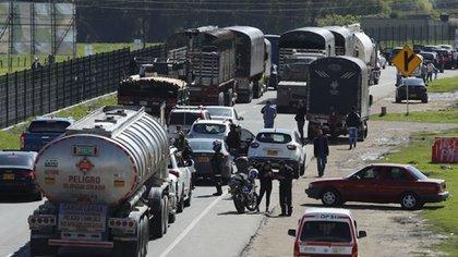 A pesar de que manifestantes levantaran bloqueos que se presentaban en vías de Santander, aún se presentan quejas de gremios