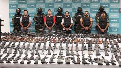 Presentación ante la prensa de la detención de cabecillas de Los Zetas, el 9 de junio de 2011. Uno de los tantos operativos espectaculares (AP)
