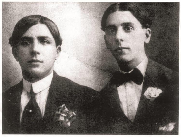 Carlos Gardel y su amigo, Alfredo Deferrari, 1906. (Fundación Internacional Carlos Gardel)