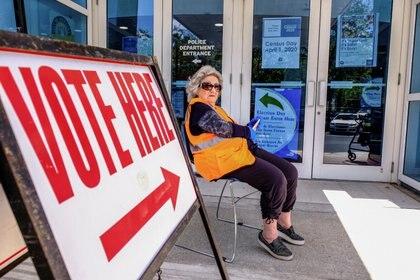 Uno de los centros de votación semidesierto en Miami, Florida (REUTERS/Maria Alejandra Cardona)