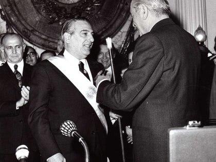 Asunción de Raúl Lastiri el 13 de julio de 1973. Fue presidente por tres meses hasta la elección de Juan Domingo Perón por voto directo.
