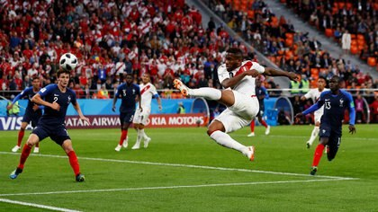 Perú acorraló a Francia pero no tuvo contundencia para quebrar su bloque defensivo (REUTERS/Jason Cairnduff)