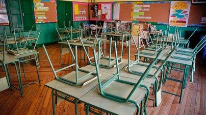 Un aula desierta en el colegio público Rufino Blanco en Madrid. EFE/ Paco Campos/Archivo