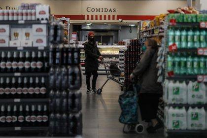Los productos incluidos incluidos en el plan mostraron aumentos que van desde 4% hasta 9% acumulados en dos rondas, la primera en julio y la segunda en octubre, según indicó la consultora Ecolatina. EFE/Juan Ignacio Roncoroni/Archivo