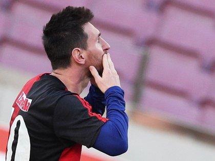 Messi y su ritual, pergeñado en su casa de Castelldefels (Reuters/ Albert Gea)