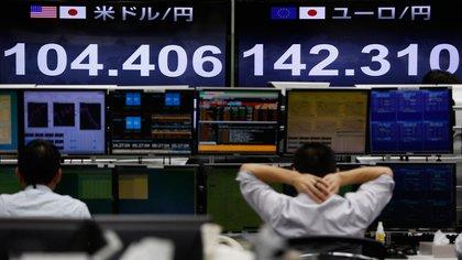 Bolsa de tokio registró caídas por medidas de Trump contra el coronavirus