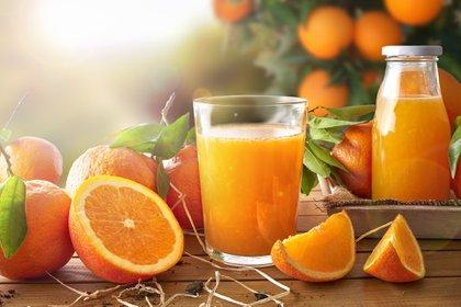 Muchas frutas y verduras ayudan al cuerpo a mantenerse hidratado (Getty Images)